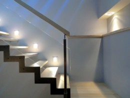 escalier acier bois avec garde-corps en verre