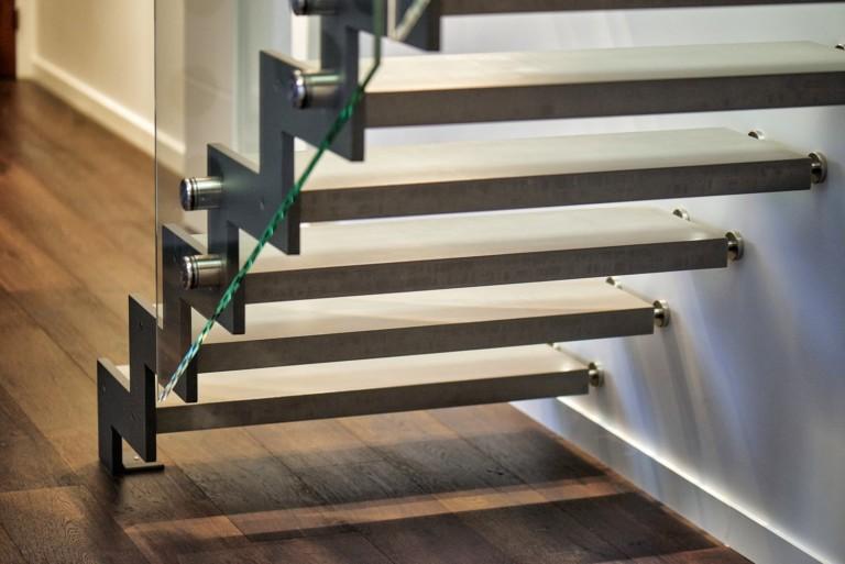 escalier sur mesure limon crémaillère métallique