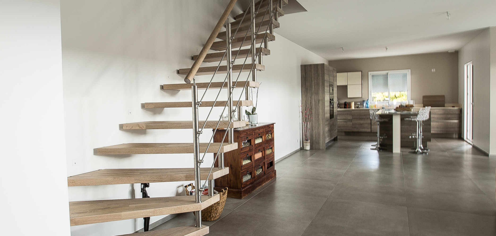escalier en bois sans limon ni contremarche garde corps metal