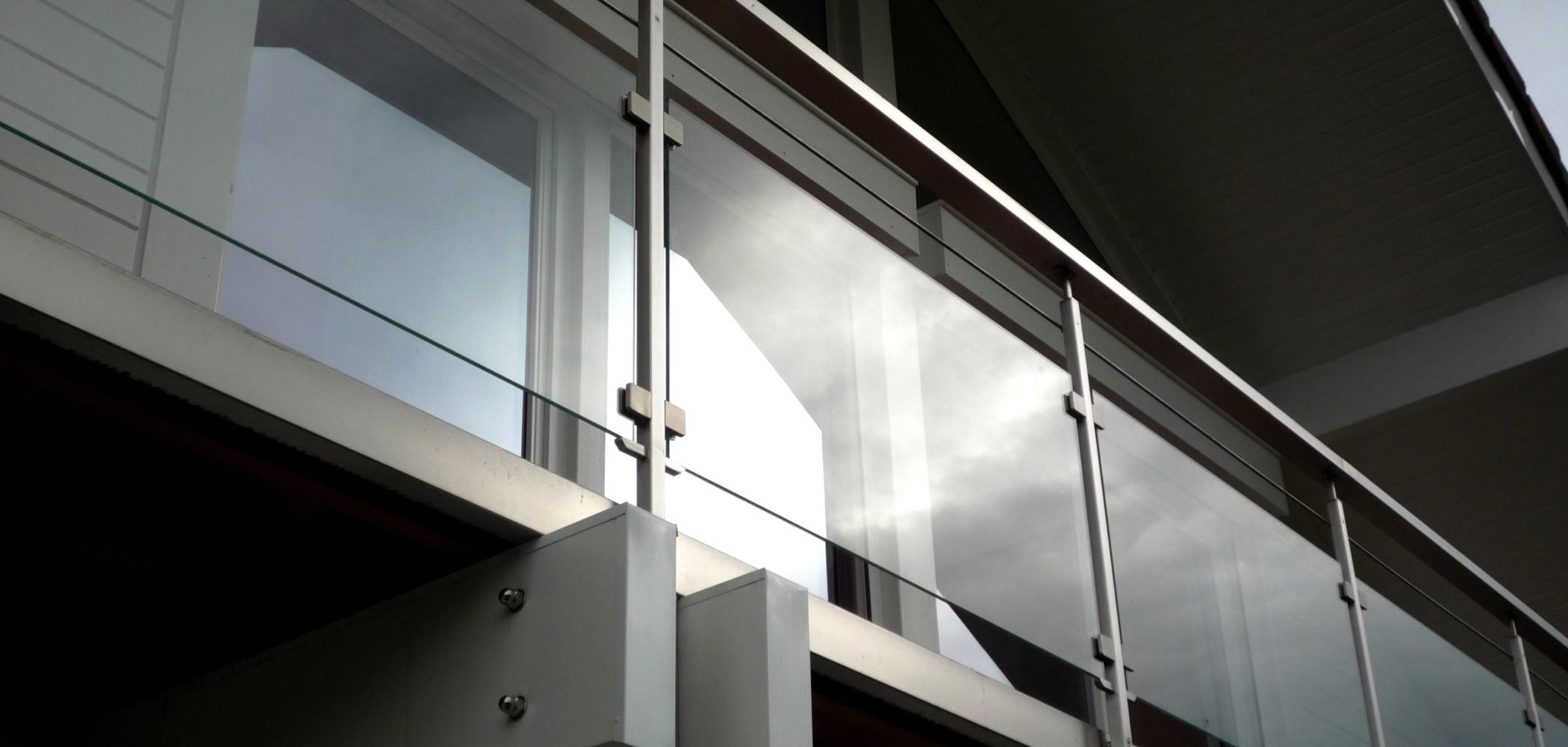 garde corps extérieur sur mesure en verre pour balcon