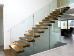 escalier marches suspendues en bois sur-mesure
