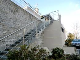 escalier design extérieur sur mesure en métal