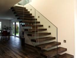 escalier droit marches suspendues design