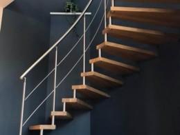 escalier suspendu epura débillardé inox et bois