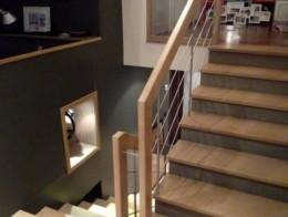 habillage escalier intérieur béton avec marche escalier bois