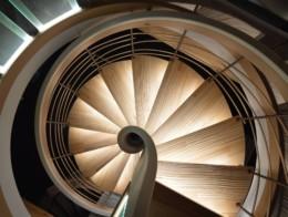 escalier suspendu bois sur-mesure