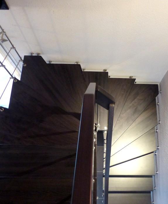 escalier suspendu marches balancees hetre teinte