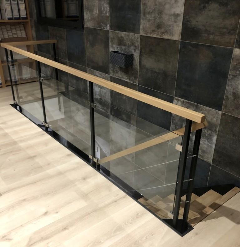 garde-corps intérieur sur-mesure pour mezzanine bois metal verre
