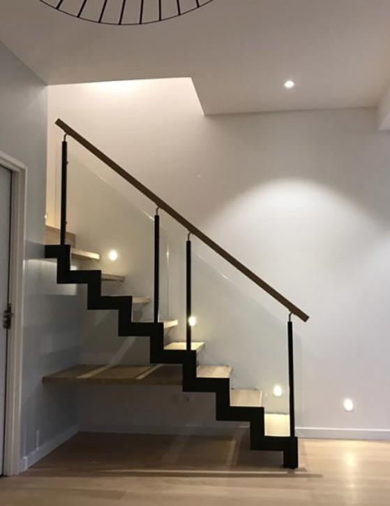escalier limon métallique avec marche prolongée